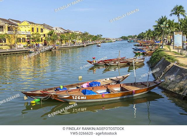 Traditional Vietnamese fishing boats on Son thu Bon river, Hoi An, Quang Nam Provence, Vietnam, Asia