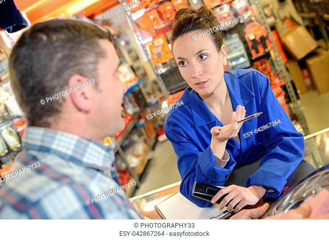 a hardware store client do some shopping