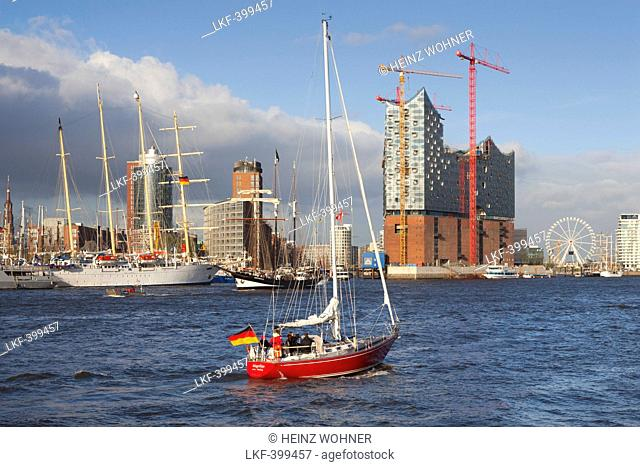 Sailing ship Star Flyer in front of Hafen City and Elbphilharmonie, Hamburg, Germany, Europe