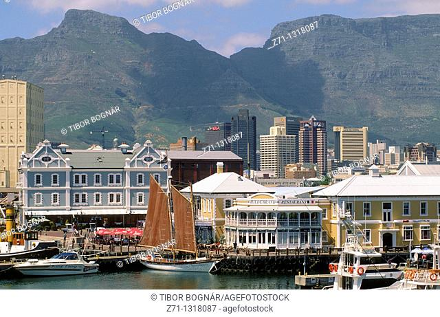 South Africa, Cape Town, Victoria and Alfred Waterfront, harbor, Table Mountain, skyline