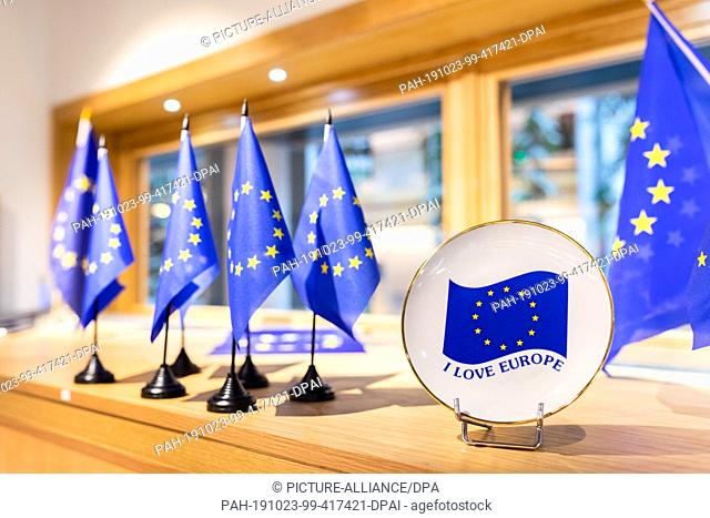 """23 October 2019, France (France), Straßburg: Souvenirs bearing the flag of the European Union and the words """"""""I love Europe"""""""" are displayed in a souvenir shop..."""