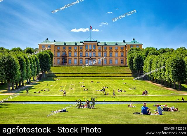 Das Schloss Frederiksberg (dän. Frederiksberg Slot) in der Kommune Frederiksberg in Kopenhagen wurde ursprünglich als Sommerresidenz für König Friedrich IV