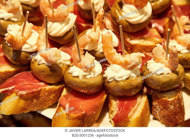 Ham, mushroom and shrimp, Pintxos, Bar Taberna Aralar, Parte Vieja, Old Town, Donostia, San Sebastian, Gipuzkoa, Basque Country, Spain