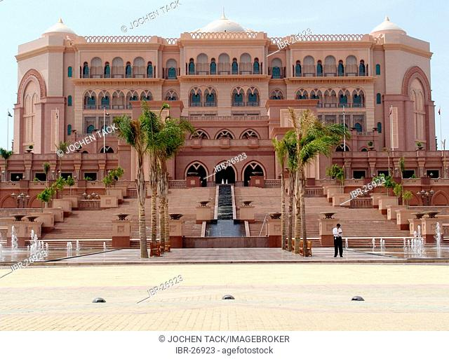 ARE, United Arab Emirates, Abu Dhabi: Emirates Palace, 7 star luxury hotel at the arabian gulf coast