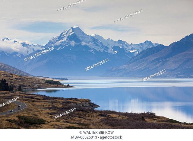 New Zealand, South Island, Canterbury, Aoraki-Mt. Cook National Park, Mt. Cook and Lake Pukaki