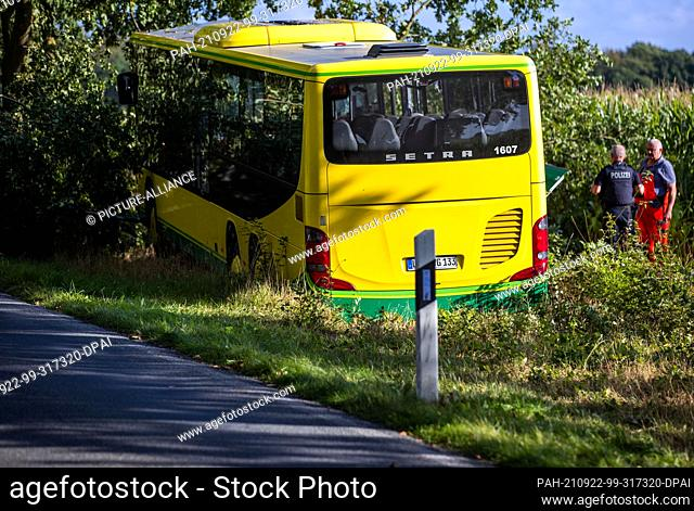 22 September 2021, Mecklenburg-Western Pomerania, Plate: Emergency services secure the scene of the accident after a bus accident with several injured primary...
