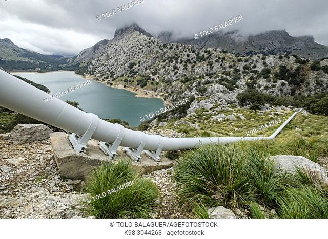 tubería de impulsón de agua Gorg Blau - Cúber , Escorca, Paraje natural de la Serra de Tramuntana, Mallorca, balearic islands, Spain