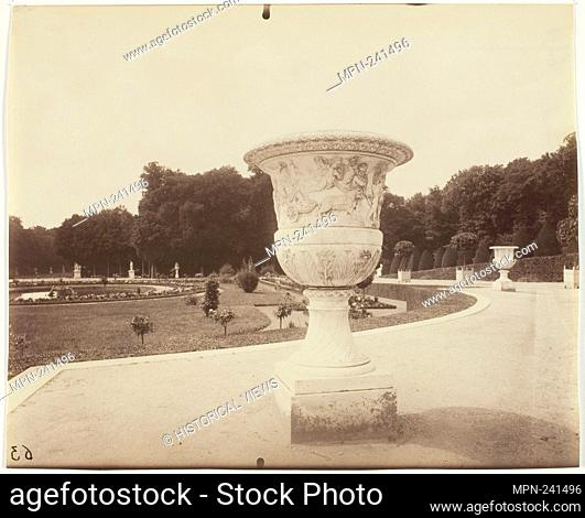 Versailles, Vase par Cornu - 1902 - Jean-Eugène-Auguste Atget French, 1857–1927 - Artist: Jean-Eugène-Auguste Atget, Origin: France, Date: 1902