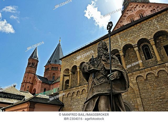 St. Bonifatius monument in front of Mainz Cathedral, Mainz, Rhineland-Palatinate, Germany, Europe