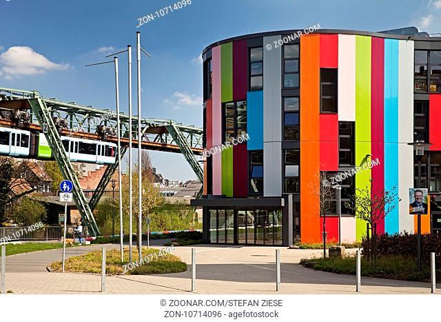 Junior Uni an der Schwebebahn, Wuppertal, Bergisches Land, Nordrhein-Westfalen, Deutschland, Europa