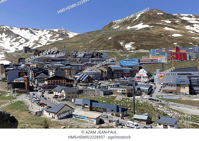 Andorra, Encamp, Pas de la Casa, commercial center