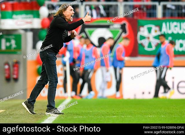 15 February 2020, Bavaria, Augsburg: Football: Bundesliga, 22nd matchday, FC Augsburg - SC Freiburg, WWK Arena. Augsburg's coach Martin Schmidt gestures