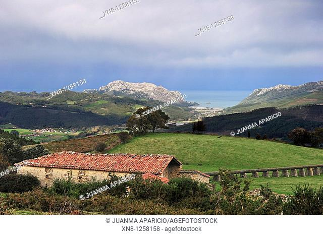 Bacuna won Shack at the top of El Juncal (Guriezo Valley) at the bottom you can see the Cantabrian coast with Oriñon Tawn