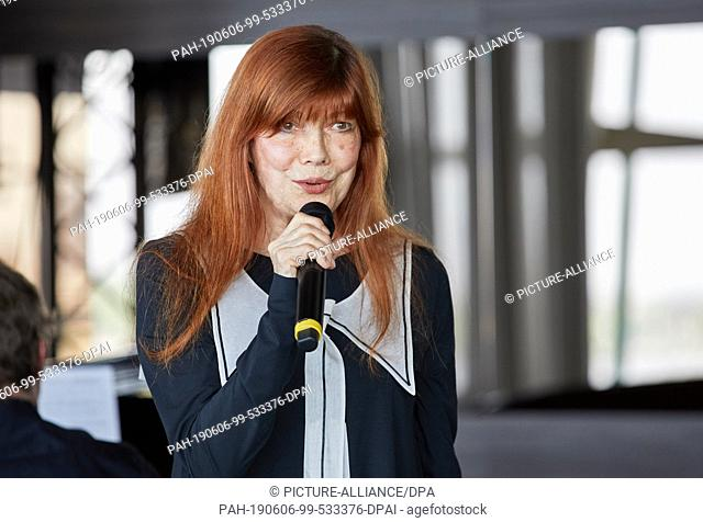 04 June 2019, Hamburg: Katja Ebstein, singer, is on stage at the Ladies Lunch for the benefit of stroke-affected children at Le Meridien Hamburg