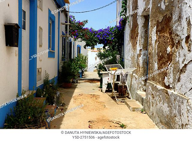 narrow streets and characteristic Algarvian architecture, Old Town of Ferragudo, Lagoa, Algarve, Portugal, Europe