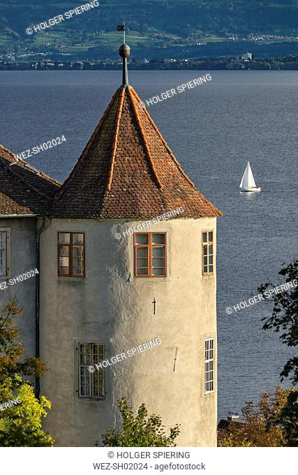 Germany, Baden-Wuerttemberg, Lake Constance, Uberling Lake, Meersburg, West tower of Castle and sailing boat