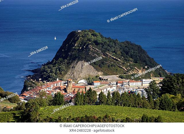 Spain, Guipuzcoa, Getaria, Landscape with Txakoli vineyards