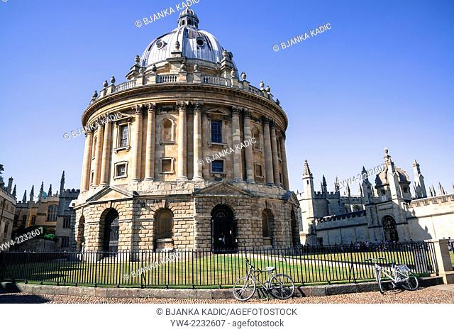 Radcliffe Camera, designed by James Gibbs in neo-classical style houses Radcliffe Science Library, Oxford, England, UK