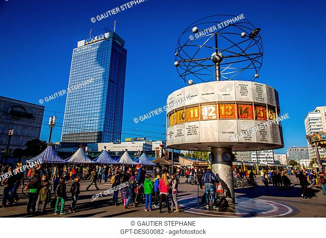 PARK INN HOTEL, URANIA WORLD CLOCK, THE WELTZEITUHR CONCEIVED IN 1969 BY ERICH JOHN GIVES THE TIMES IN THE MAIN CITIES IN THE WORLD, ALEXANDERPLATZ, BERLIN