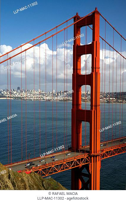USA, California, San Francisco, Golden Gate Bridge. View of the Golden Gate Bridge looking towards San Francisco from the Marin Headlands