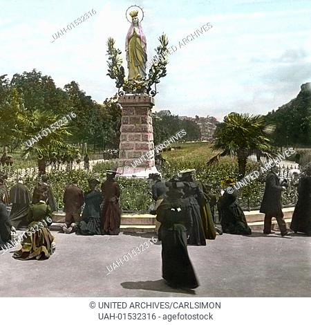 France, Lourdes, Pilgrims around the statue of Our Lady of Lourdes. Image date: circa 1912. Carl Simon Archive