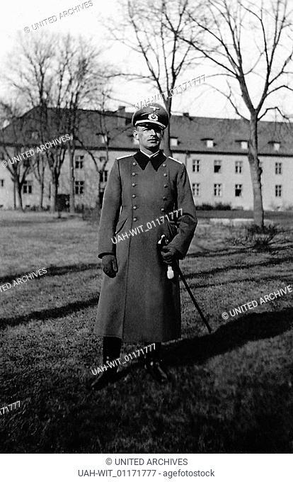 Der Kompaniechef der Stabskompanie Heeres-Unteroffizierschule in Potsdam, Hauptmann Eichhorn