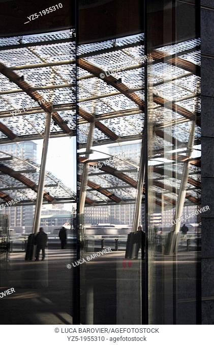 Porta Nuova, Gae Aulenti square, reflection, Milan - Italy