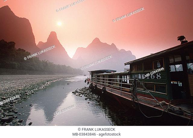 China, Guangxi, Yangshuo, Li Jiang, shores, houseboat, sunrise, back light, Asia, Eastern Asia, Karstkegelberge, Karstberge, mountains, rock-formations