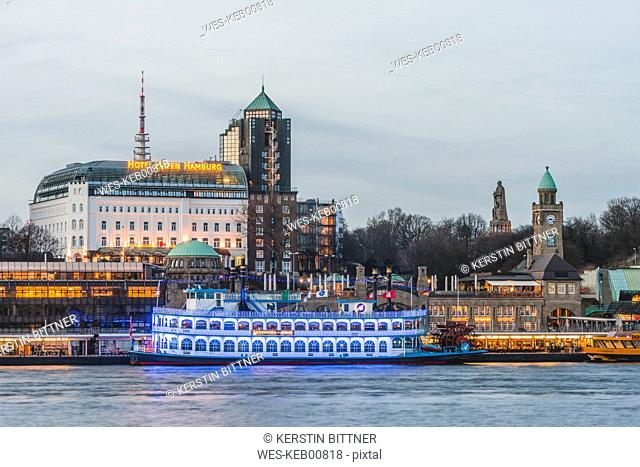 Germany, Hamburg, Bornsteinplatz, View over Elbe river to St. Pauli Landing Stages in the evening