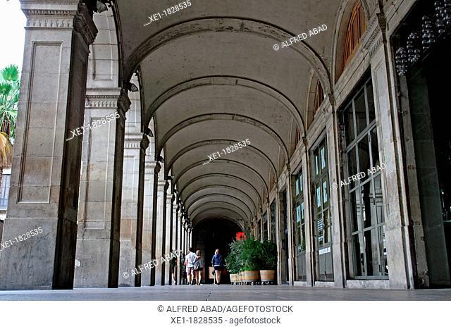 arcades, Plaça Reial, Gothic Quarter, Barcelona, Catalonia, Spain