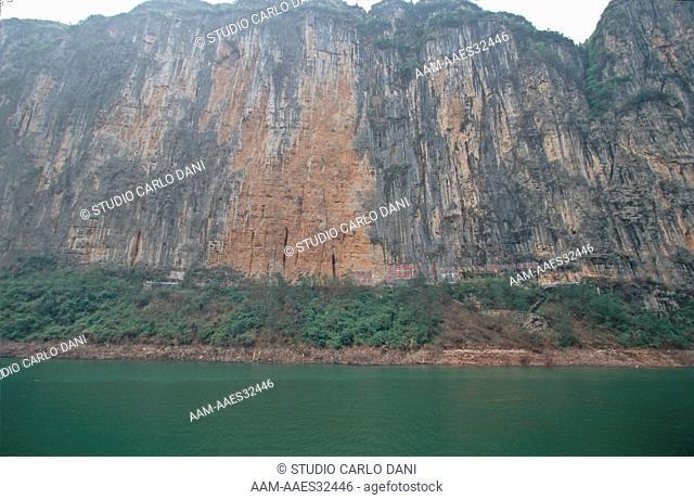 Wu Xia Gorge, Gola Della Strega, 45 Km Long, Navigation On The River Yang-Tze-Kiang From Chongqing To Yichang, China