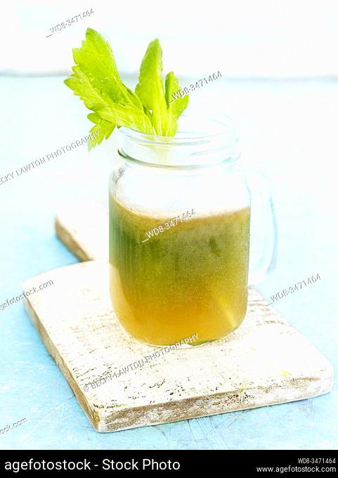 zumo de jengibre peras y apio / ginger juice pears and celery