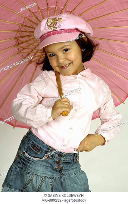A young girl poses as a fashion-concious lady in front of the camera. - 30/06/2008