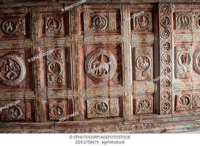 Sulptures and carvings on the ceiling, Nataraja mandapa, Airavatesvara Temple complex, Darasuram, Tamil Nadu, India