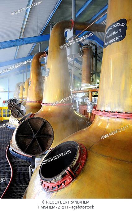 United Kingdom, Scotland, Inner Hebrides, Islay Island, Port Ellen, Laphroaig Scotch whisky distillery, Wash distillation in Pot Stills copper alambics