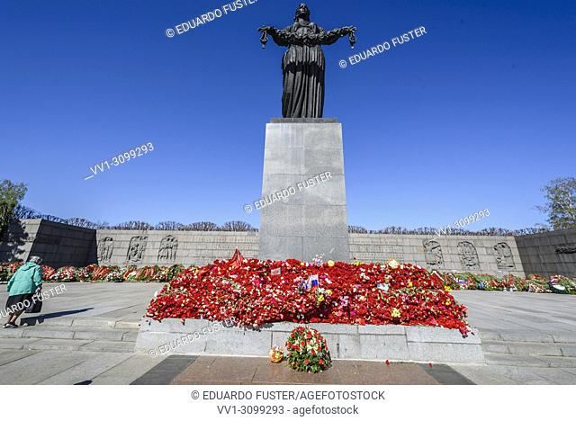 People lay flowers to the Mother Motherland Sculpture on Piskaryovskoye Memorial Cemetery on Victory Day of the Great Patriotic War 1941-1945