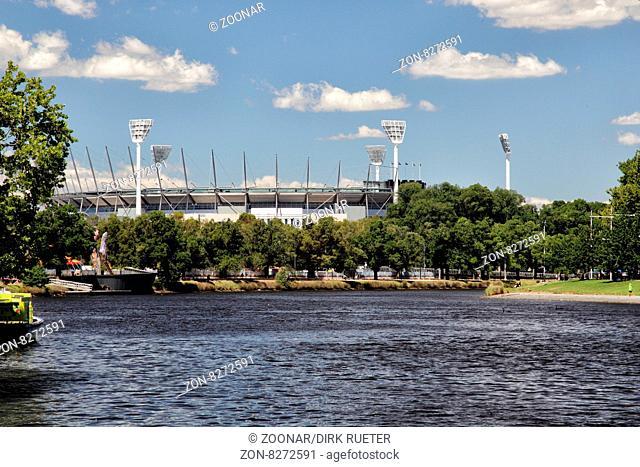 Melbourne Cricket Ground vom Yarra River aus gesehen; Melbourne, Victoria, Australien. Melbourne Cricket Ground and Yarra River in Melbourne, Victoria