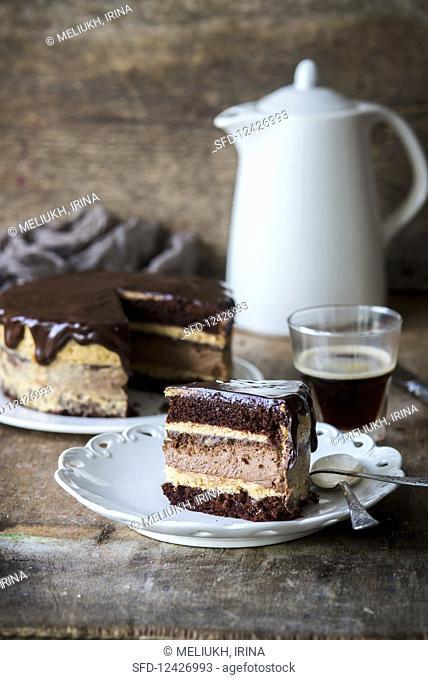 Baked chocolate cheesecake with caramel cream