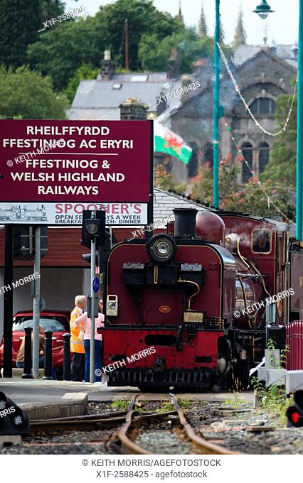 The Great Little trains of Wales : Welsh Highland narrow guage railway, pulling in to Porthmadog Station, Gwynedd Wales UK