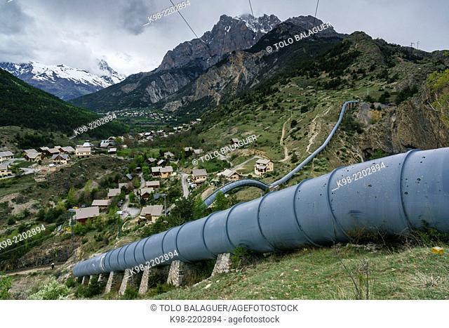 tubos de agua,Valle Des Pres, Provenza-Alpes-Costa Azul, departamento de Altos Alpes, en el distrito de Briançon
