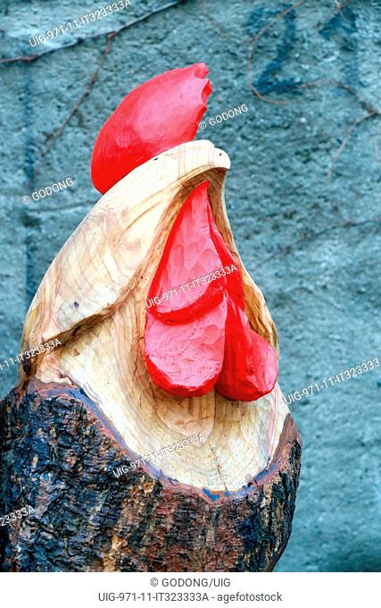 Sant Orso fair. Artists and craftsmen from Valle d'Aosta proudly display their works. Rooster Carving. Aosta. Italy