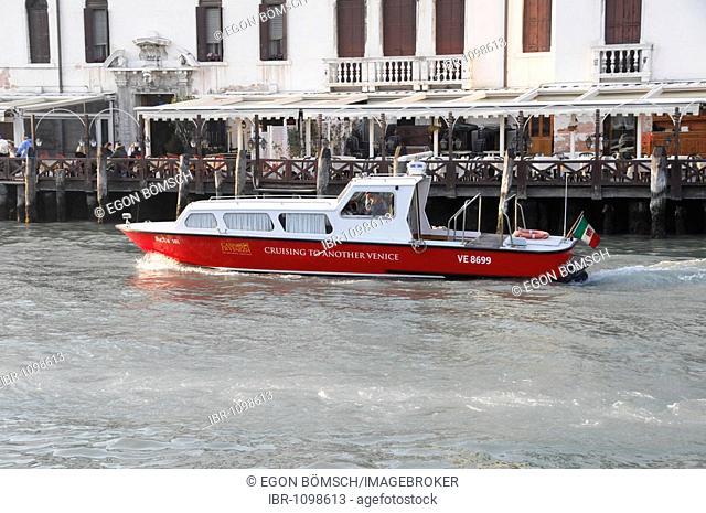 Speed boat, Canale Grande, Venice, Venetia, Italy, Europe