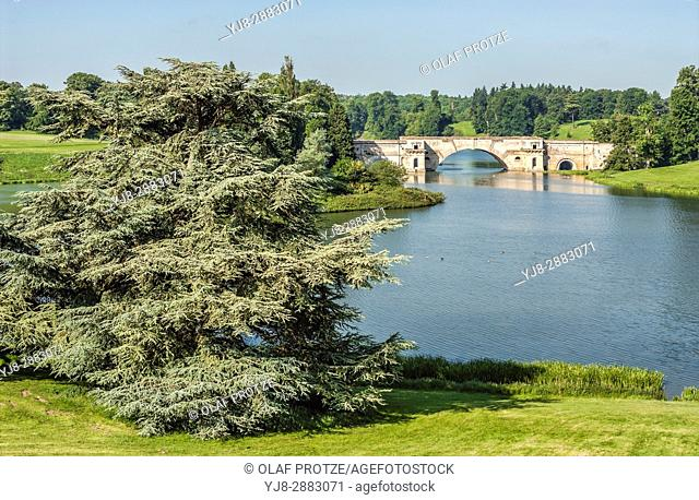 Bridge across River Glyme near Blenheim Palace, Oxford, Oxforshire England, UK