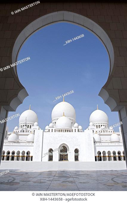 Sheikh Zayed Mosque in Abu Dhabi , United Arab Emirates, UAE