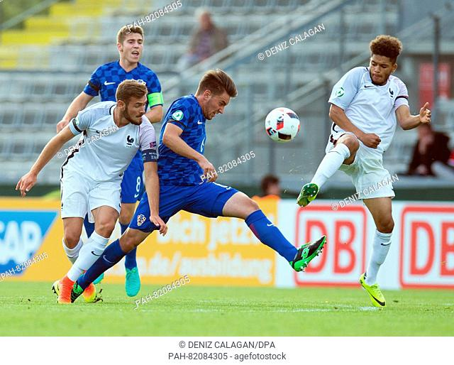 Croatia's Karlo Plantak (C) and France's Lucas Tousart (l) and France's Denis Will Poha (r) compete for the ball during the UEFA European Under-19 Championship...