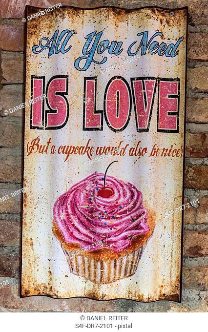 Altes Schild mit einem Cupcake