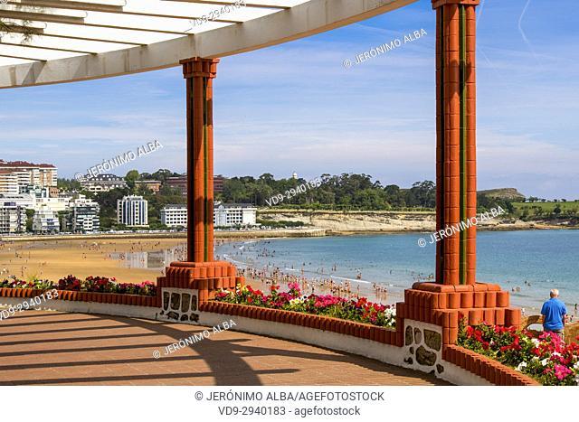 Piqui garden and Sardinero beach in summer. Santander, Cantabrian Sea, Cantabria, Spain, Europe