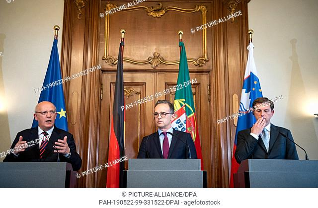 22 May 2019, Berlin: Heiko Maas (M, SPD), Foreign Minister, Augusto Santos Silva (l), Foreign Minister of Portugal, and Miroslav Cerar (r)