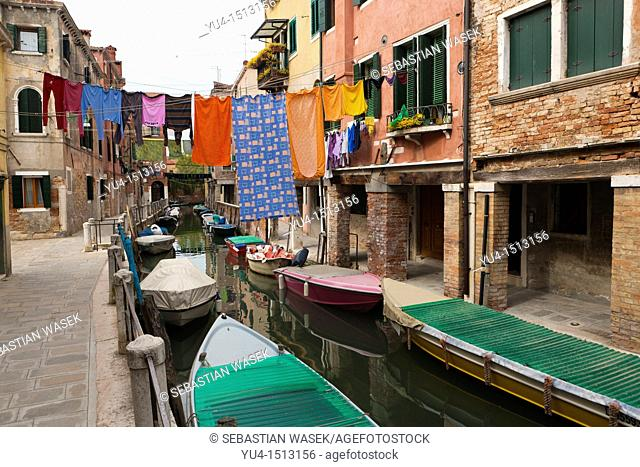 Washing out to dry, Venice, Veneto, Italy, Europe
