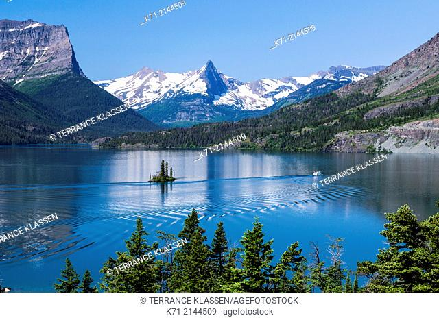 Lake St. Mary and Wild Goose Island with tour boat in Glacier National Park, Montana, USA